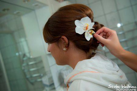 Frisurmode bei einer Hochzeit