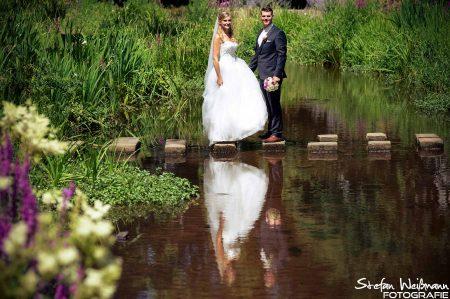 Wasser und ein Brautpaar